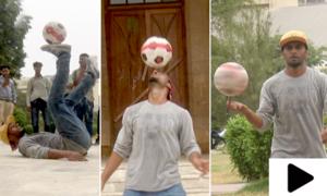 کراچی کے حیدر لکی فٹبال کے حیران کن کرتب دکھانے کے ماہر