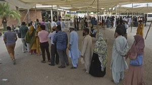 Sindh announces 11 'mass Covid vaccination centres' in Karachi to prevent overcrowding