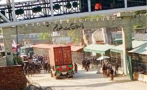 Torkham border reopens for trade after brief closure