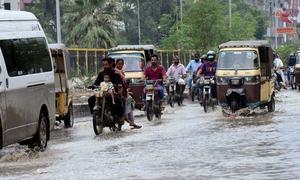 کراچی میں ایک بار پھر تیز ہواؤں اور گرج چمک کے ساتھ بارش، 3 افراد جاں بحق