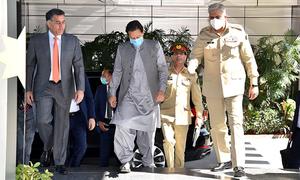 وزیراعظم کا آئی ایس آئی ہیڈکوارٹر کا دورہ، خطے کی صورتحال پر بریفنگ