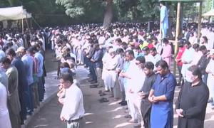 Umer Sharif laid to rest at Karachi's Abdullah Shah Ghazi graveyard