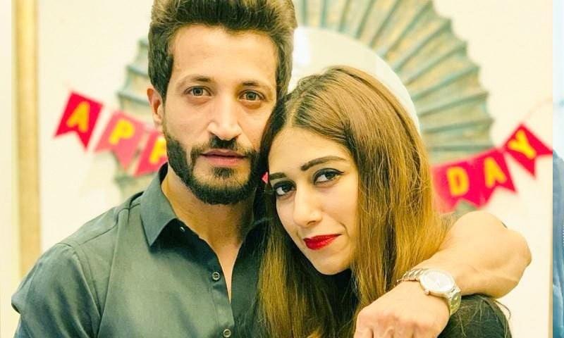 سلمان فیصل کی اہلیہ نے طلاق کی افواہوں پر وضاحت دے دی
