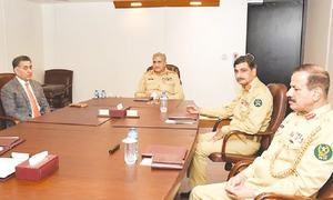 Army chief gets security briefing at ISI HQs