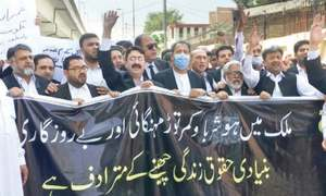 Lawyers in Peshawar boycott courts, hold rallies to protest inflation