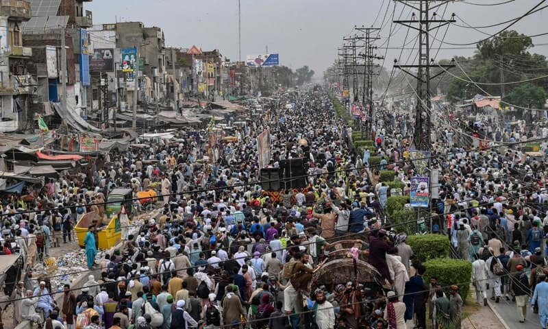 Roads in Lahore open up for traffic as TLP begins march to Islamabad