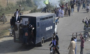At least 4 policemen martyred, over 250 injured as TLP workers clash with law enforcers near Muridke
