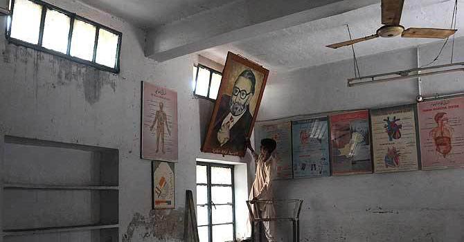 جھنگ میں واقع وہ اسکول جہاں ڈاکٹر عبدالسلام نے ابتدائی تعلیم حاصلی کی تھی۔ اے ایف پی تصویر