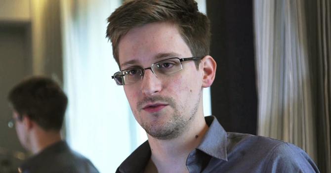 خفیہ امریکی پروگرام عام کرنیوالے  این ایس اے کے اہلکار ایڈورڈ سنوڈن-----رائیٹرز فائل فوٹو