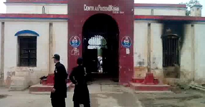 عسکریت پسندوں کے حملے کے بعد جیل کا بیرونی منظر۔ تصویر ظاہر شاہ