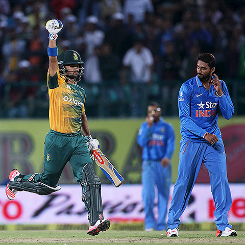 Video: Duminy counter-punch floors India