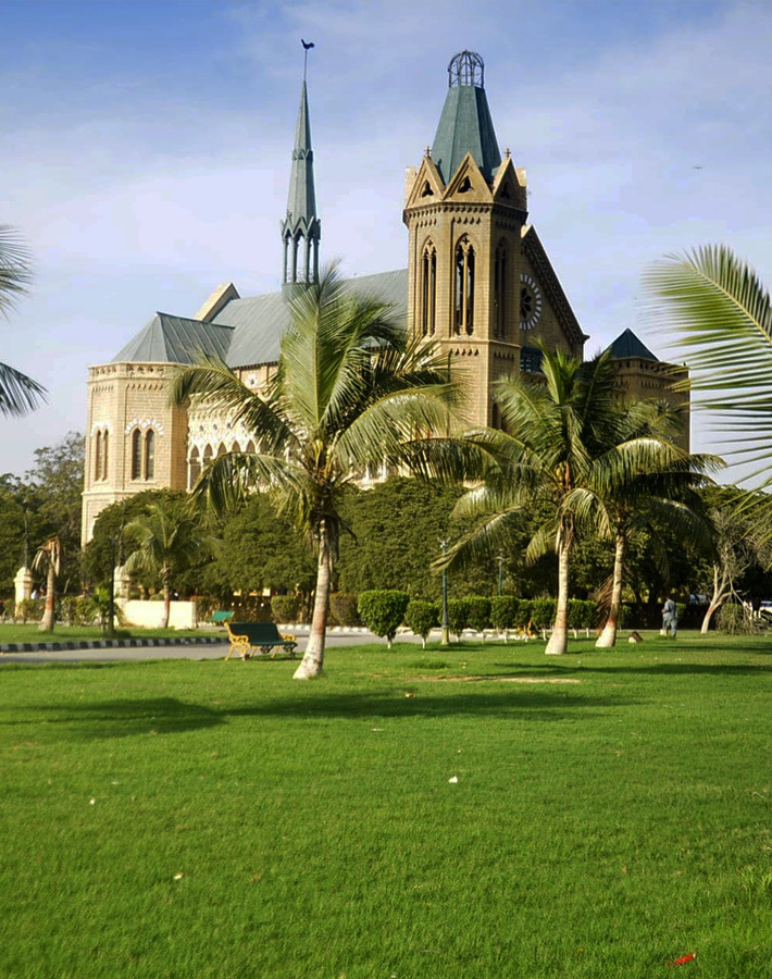 Who benefits from Karachi's 'public' parks?